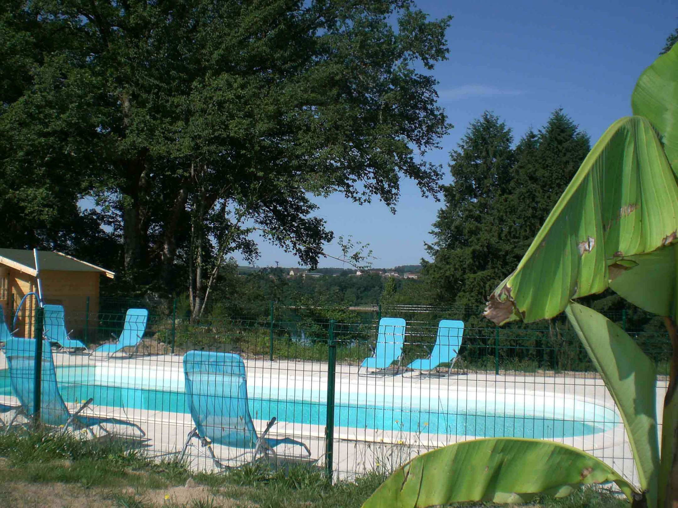 Camping cantal le domaine du lac saint etienne cantales for Cantal camping avec piscine